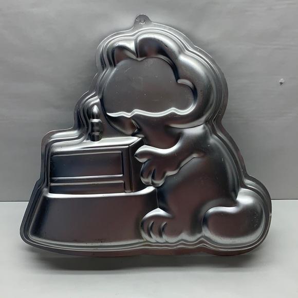 Vintage Wilton Garfield aluminum cake pan mold